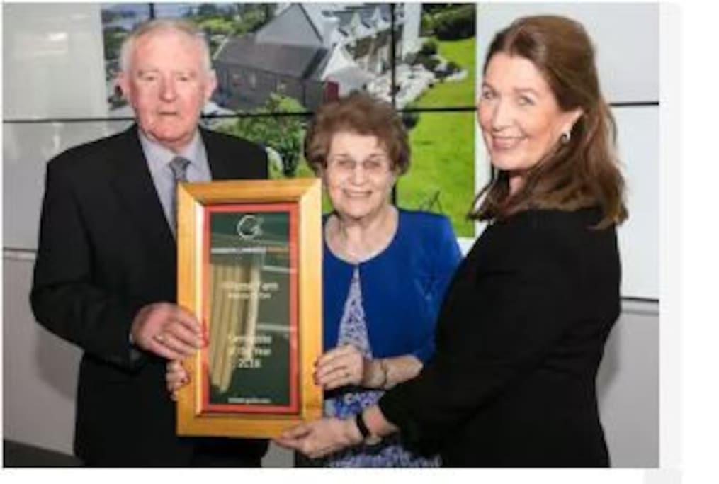 Hillcrest 'Farmhouse of the Year 2018' Joe & Agnes Hegarty with Georgina Campbell.