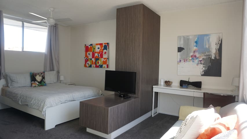 Executive Studio Suite - Central Location