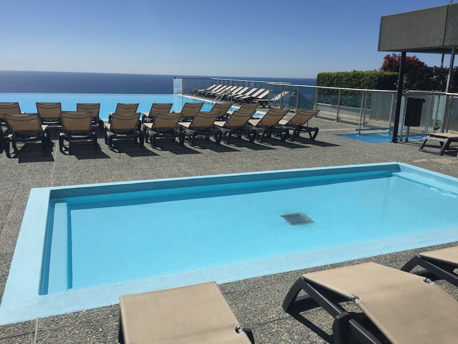 Free access to the infinity pool and baby pool