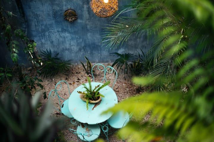 Enchanting Jungle Villa- 5 MINS TO THE BEACH!