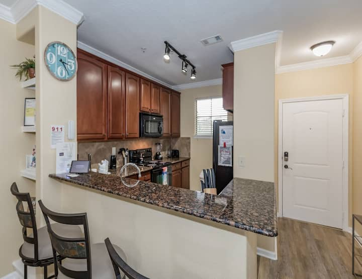 Luxury newly remodeled 4 bed condo, Brand new Beds, Furniture, Luxury carpet, Vi