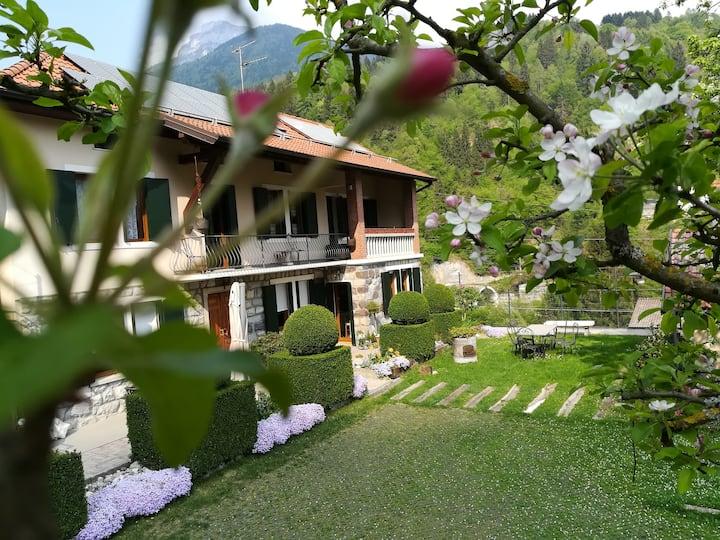 Turismo in famiglia nel piccolo borgo di Oltra