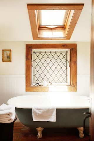 Downstairs full bathroom with leaded glass windows