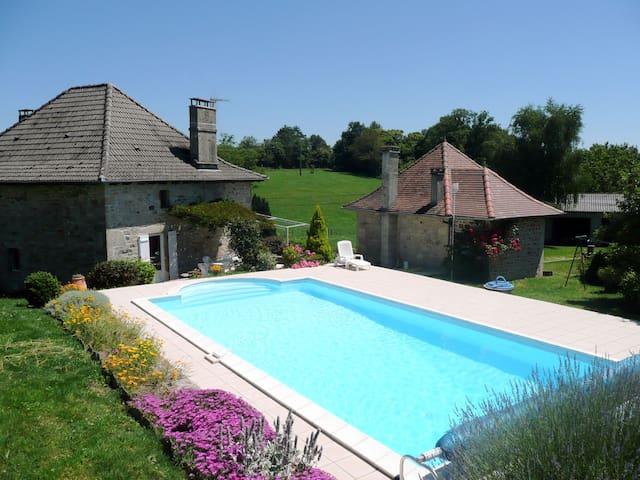 Gîte avec piscine privée à Comiac - Sousceyrac - Casa