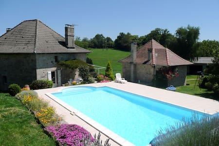 Gîte avec piscine privée à Comiac - Sousceyrac - Ház