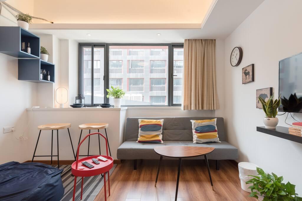 明亮以及颜色鲜明的房间