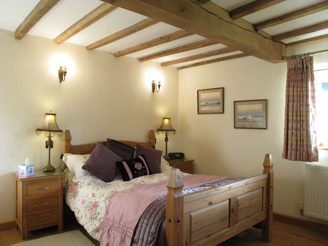 5* Gold Self catering The Granary  near Ludlow