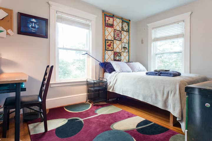 Private room in our spacious and welcoming home