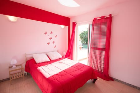 Spacious and comfortable room with a terrace - Arona