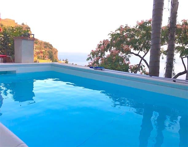 VILLINO DEGLI SVEVI with swimming pool & sea view