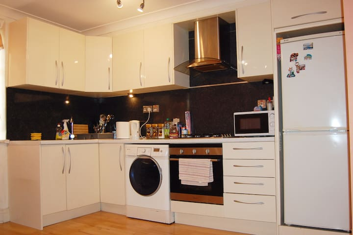 Lovely 2 Bedroom Apartment in Hendon Central - London - Flat