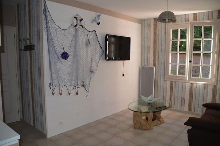 Studio 2 personnes, 1 jeune enfant - Yssandon - Apartemen