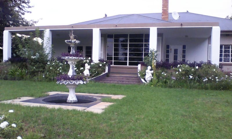 Charming house set in tranquility - Klerksdorp - House