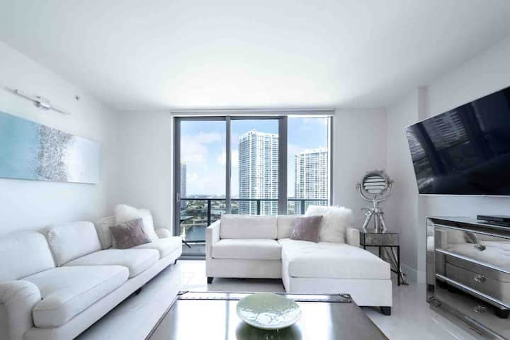 Beautiful apartment at the heart of Brickell
