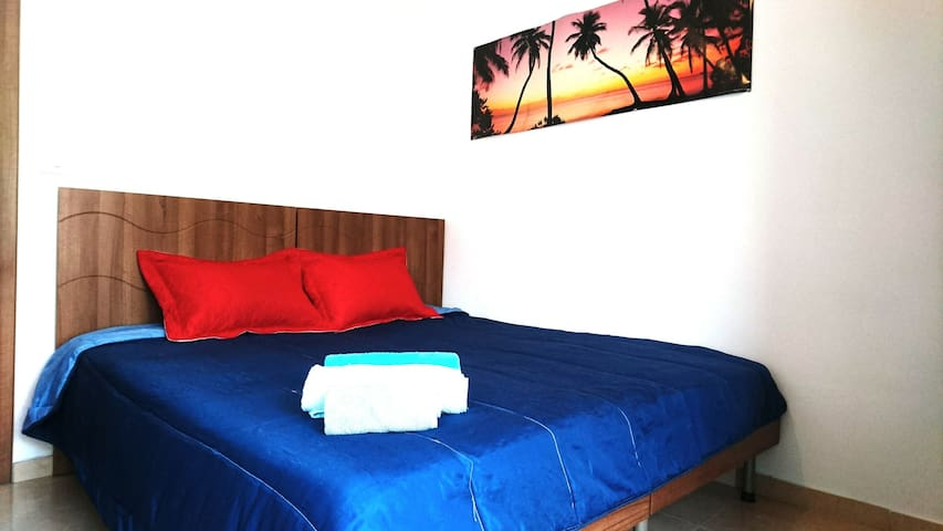 Private ROOM/BATHROOM/BALCONY,seafront 2minutes