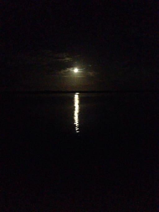 A lua e a lagoa