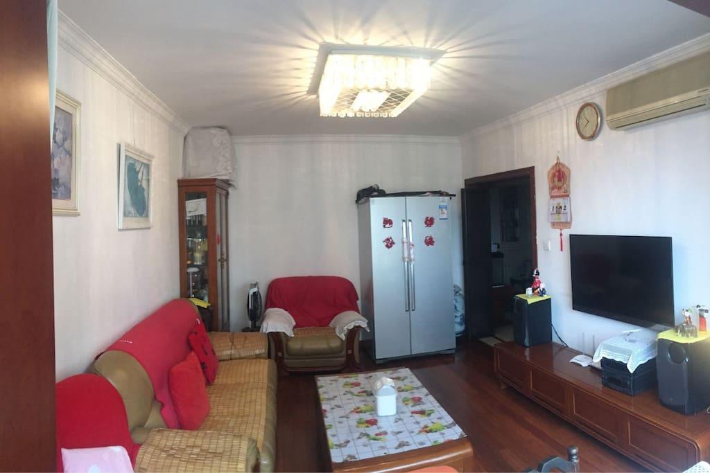Bright &  Large Living Room明亮宽敞的客厅