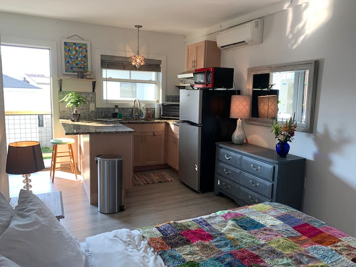 Studio Apt for 2 in Old Port - no cleaning fees!
