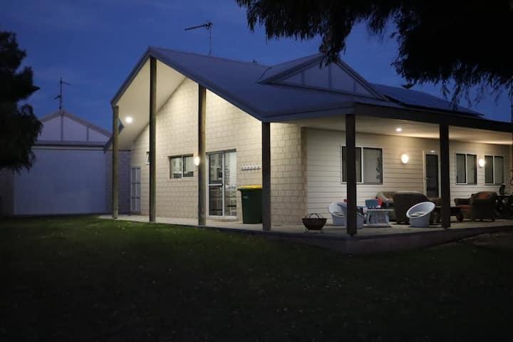 Coastal Retreat - Spacious Family Holiday home