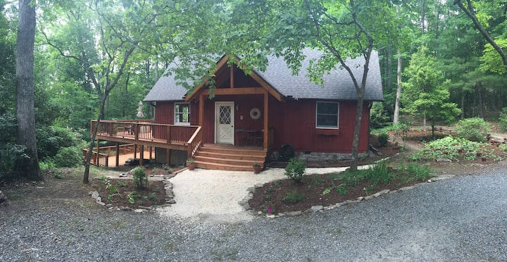 Red Chalet / 4 Beds / Sleeps 6 / Dogs ok