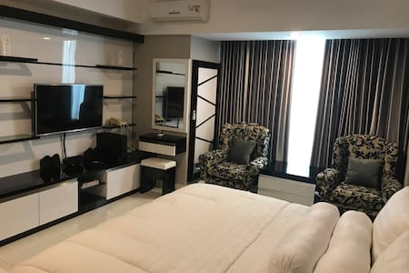 Apartment with TV and wifi with additional speaker