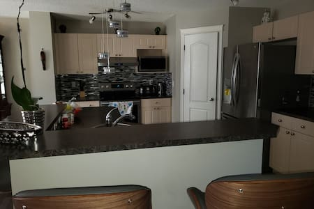 Comfortable, Quiet and Clean room in Airdrie