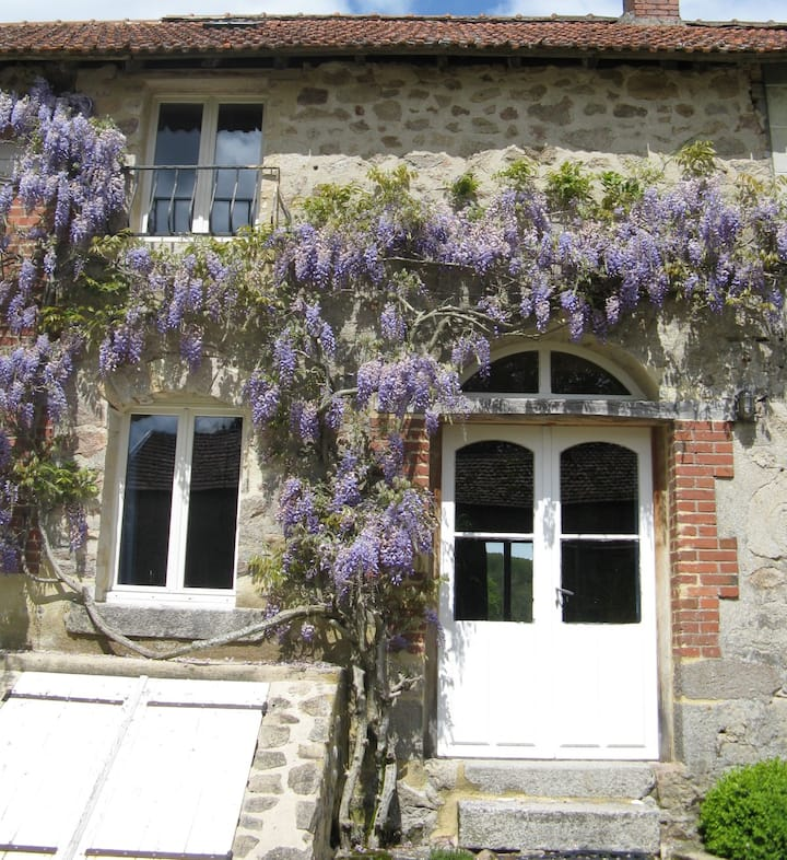 La Grange ( 2 bedroom house, for 4)in the country.