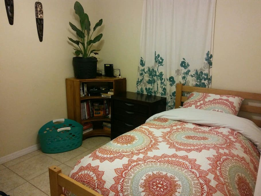 Bedroom #2 with twin bed