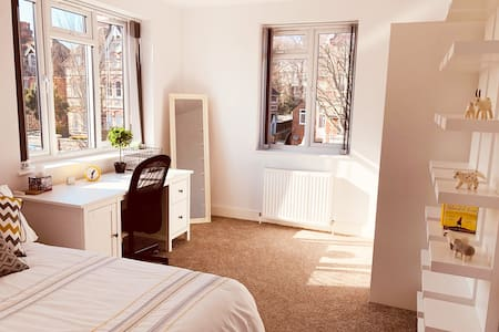 NEW BIG 2 BDR Apartment - Well Located + Parking