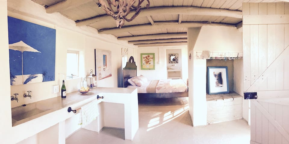 Adorable Quint Restored Farm Cottage - Franschhoek - Bungalow