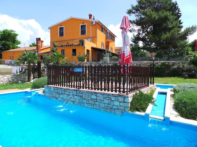 Apt for 2+1 persons with pool in Višnjan R66103