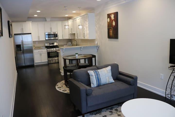New Luxury 3 bedroom condo (Full Condo)