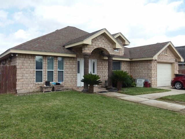 Quick freeway access - Private bedroom/full bed - Weslaco - Casa