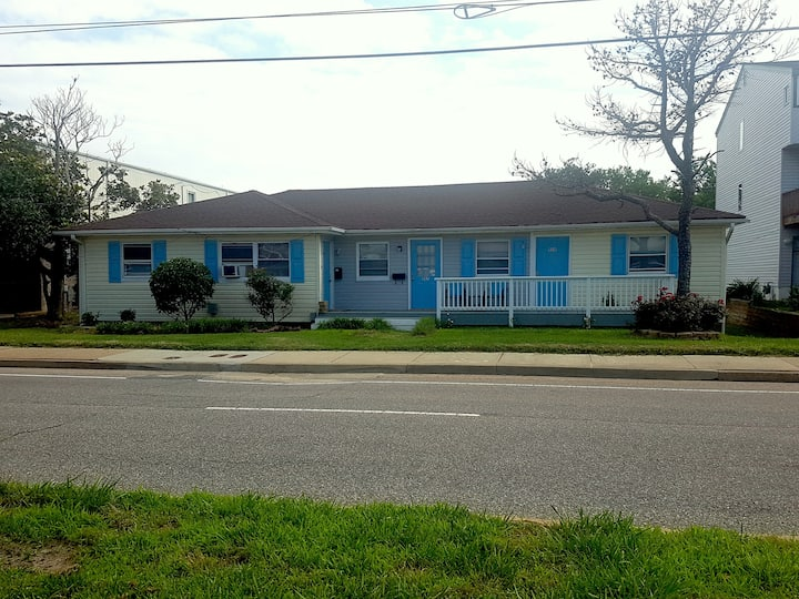 9BEACH Across Street! MONTHLY ONLY! Wash/Dry, WIFI