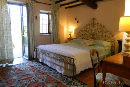 Ensuite room in a charming Country house - Casale marittimo