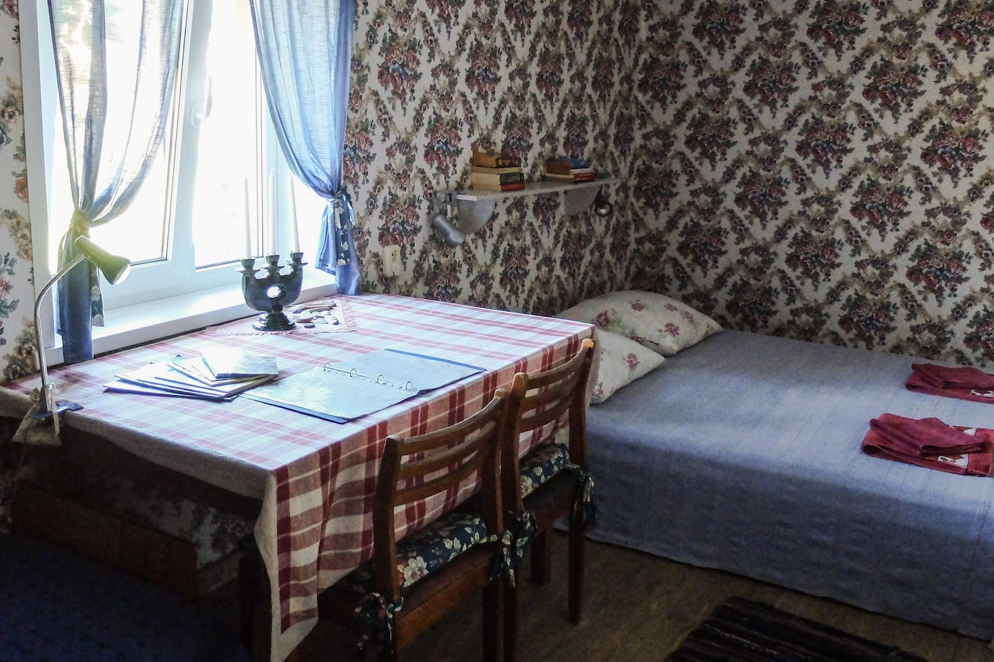 Romantic room with double bed, writing desk and clothes rack