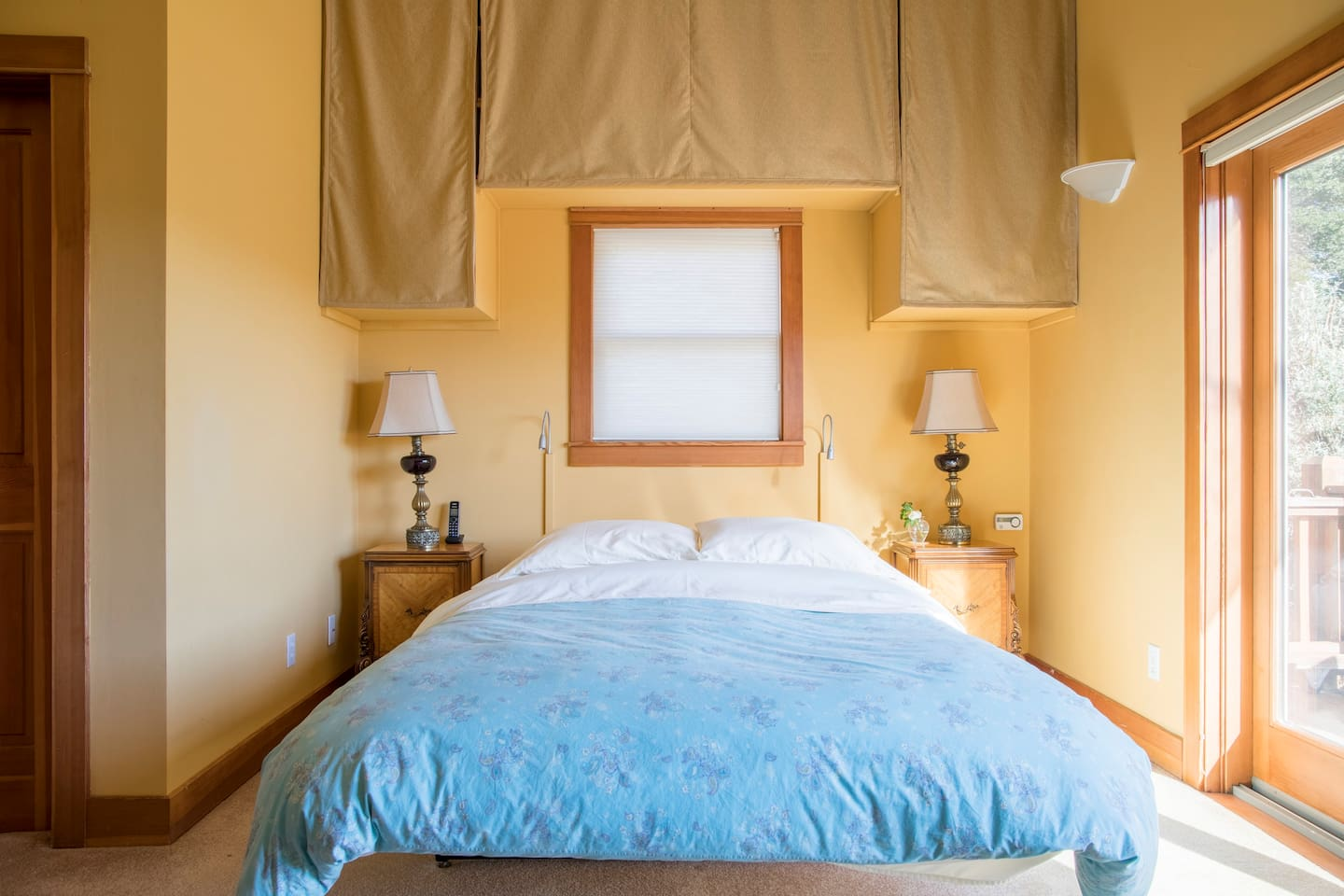 Ready for a good nights sleep?  Comfy bed, crisp sheets and easy to adjust reading lamps make for a relaxing and cosy night.