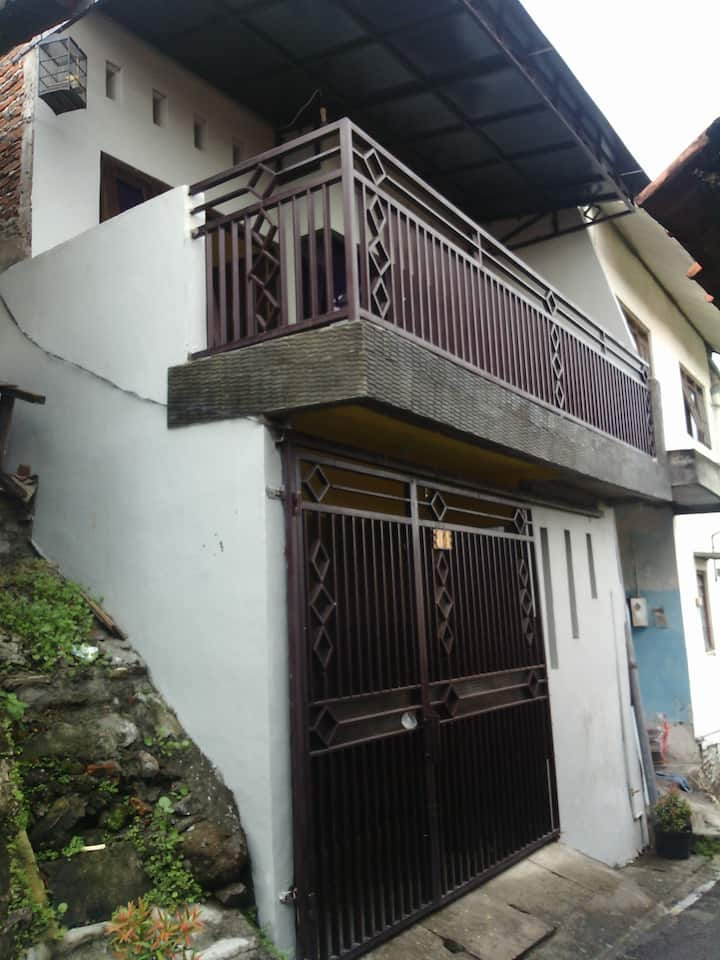 Homey Ceria Guest House in downtown of Semarang