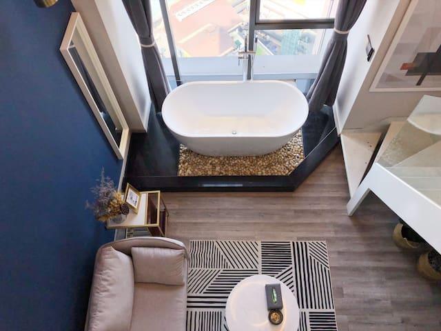 【沐蒽】观音桥商圈双轻轨线莫兰迪高空loft落地窗浴缸投影全新设计师公寓