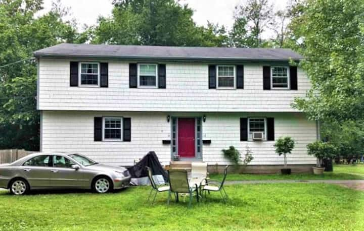Cozy Home Perfect for Family 5min From Natick Mall