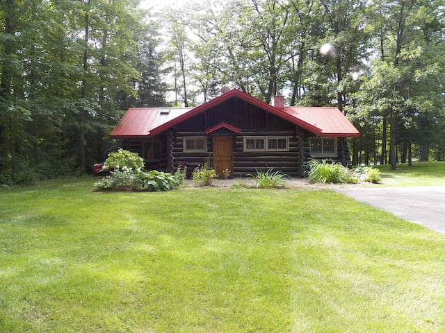 Vintage Full Log Cabin - Wolf River - Shawano