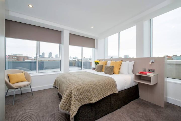 Luxury Two Bed Serviced Apartment Suite With Views