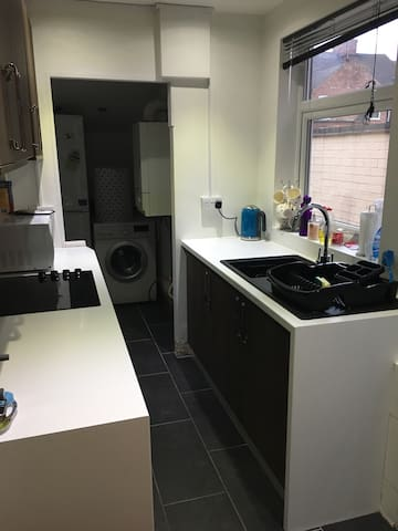 Comfortable Double in Terrace House - Leicester - Ház