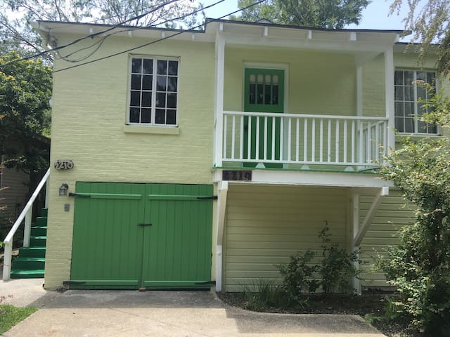 Charming carriage house near LSU