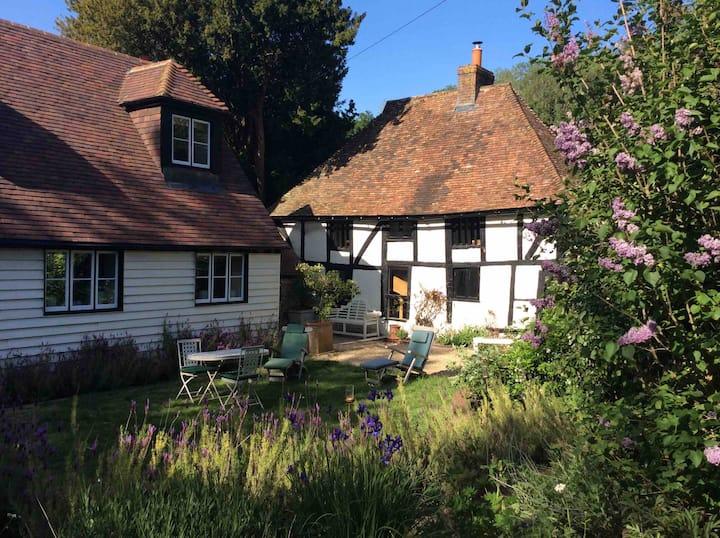 Beautifully restored Tudor cottage + loft