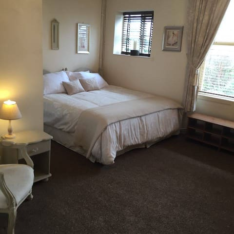 City Centre Separate Studio Apartment With Parking - Hereford - Apartemen