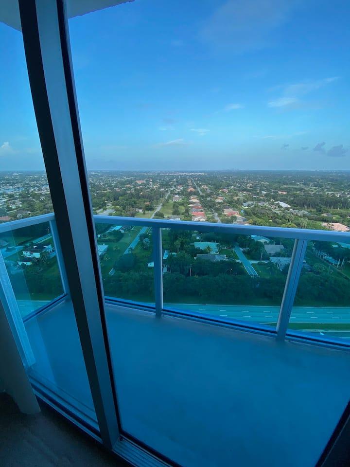Skyrise w/Breathtaking View