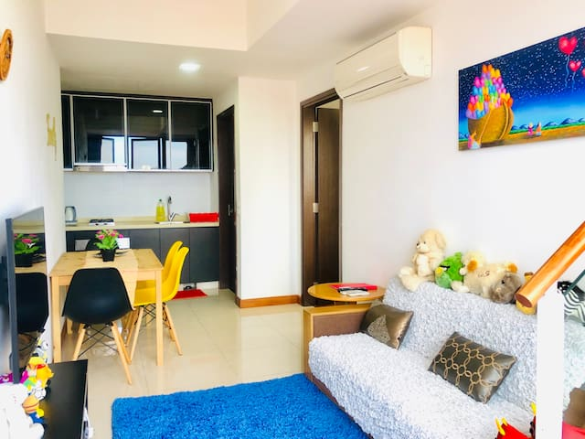 53 Happy Colourful Cosy Penthouse-Discount