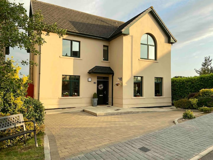 Family Home, Clonakilty Town, (suitable for 4-9)