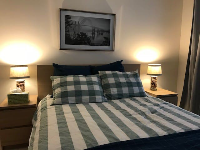 Queen Size Bed in Quiet Home (mdl)